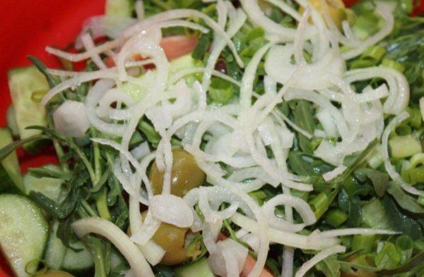Рецепты салатов с маринованным луком