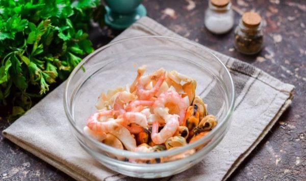 Ресторанные рецепты салатов с маринованными креветками